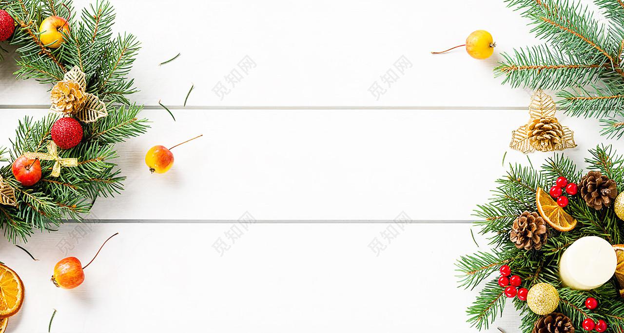白色浪漫节日水果松枝垂直桌面木板素材背景