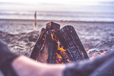 戶外海邊旅游篝火度假休閑海邊背景圖片