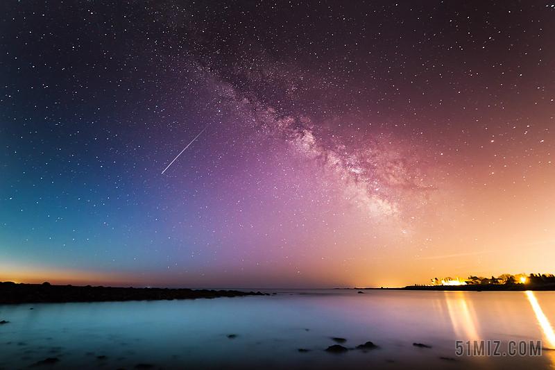 紫色旅游唯美黃昏流星劃過唯美星空