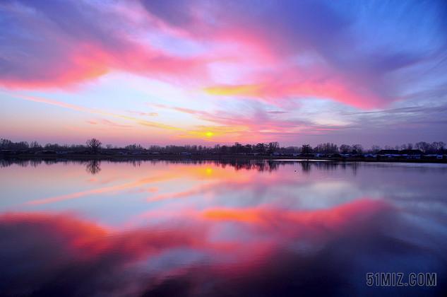 自然风景天边的彩霞背景图片