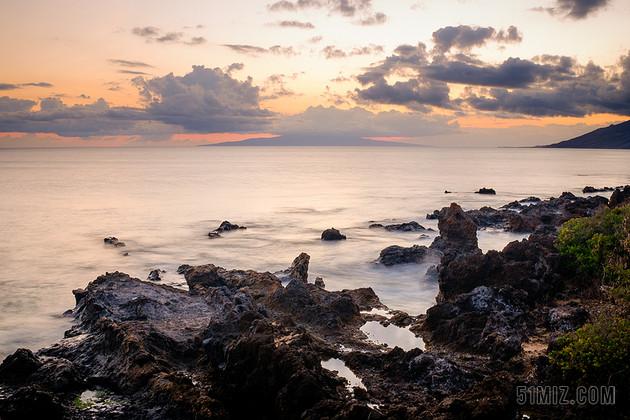 白色自然风景岩石海水旅游背景图片