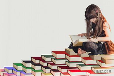 白色清新閱讀學習的女孩小學生教育圖片