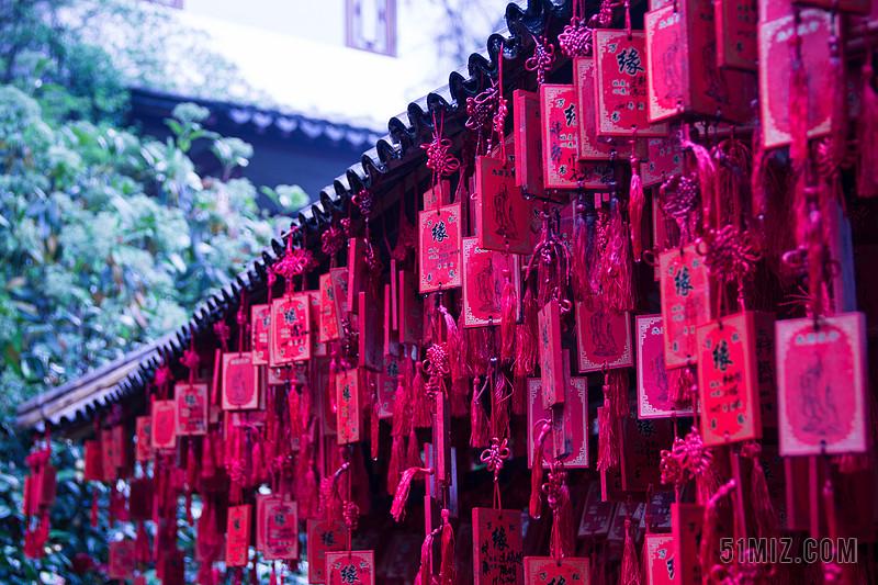红色物品展示红色的许愿牌